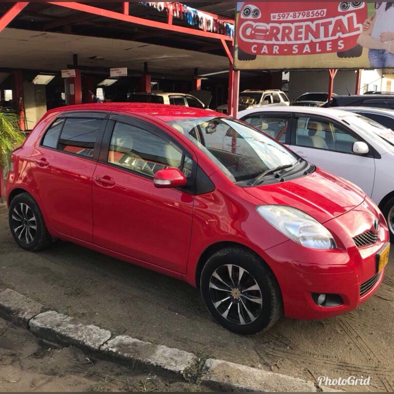 Toyota Vitz (rood)
